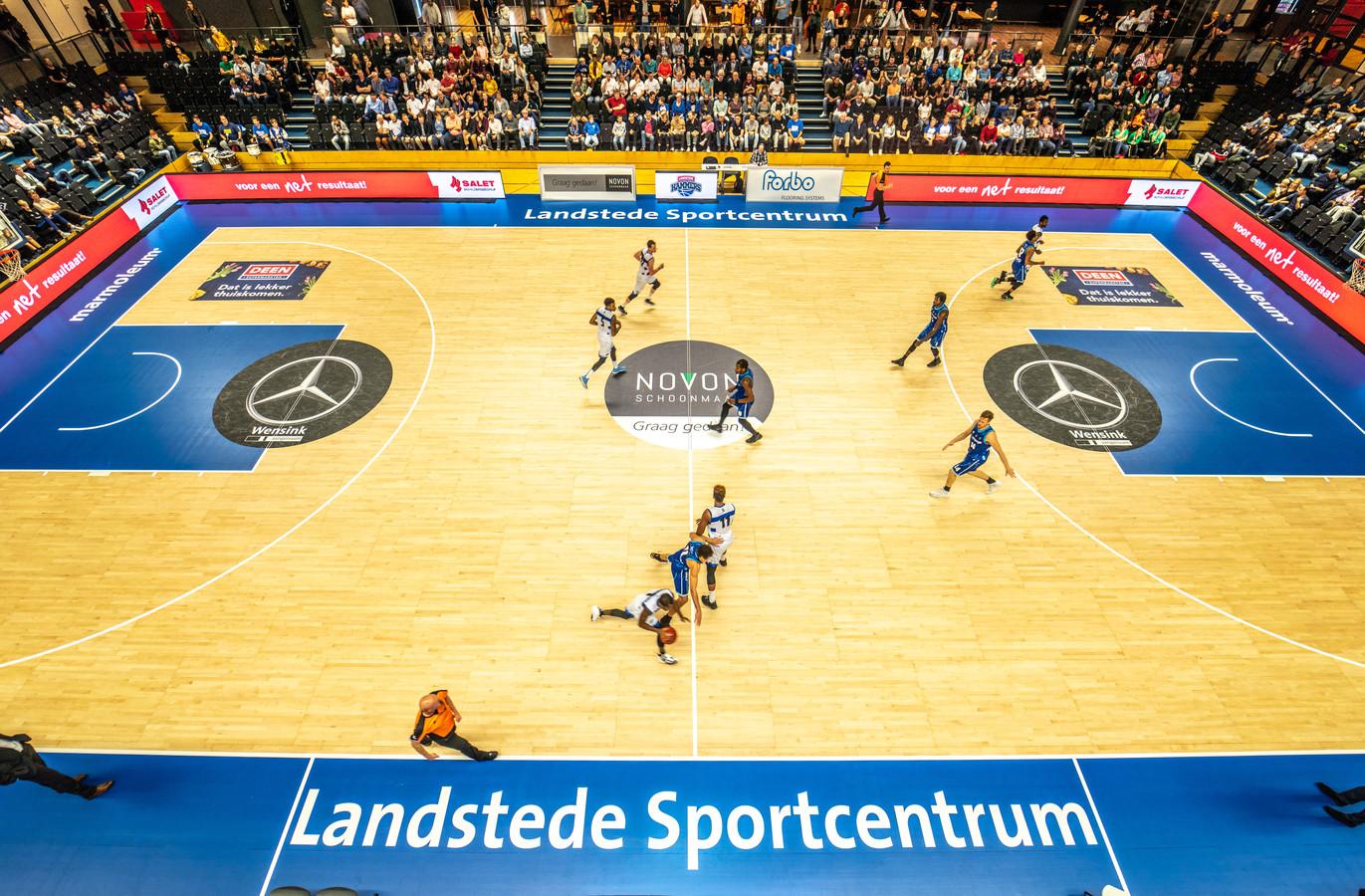 Landstede Hammers blijft in de Europe Cup in de race als de thuiswedstrijden worden gewonnen.