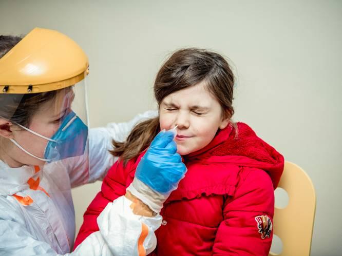 Zijn neuswissers voor coronatesten schadelijk voor uw gezondheid? Video onthult probleem, FAGG voert onderzoek