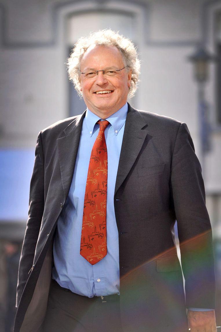 De Nederlandse cold case-expert en professor Peter van Koppen is door de nabestaanden van de slachtoffers van de Bende gevraagd het onderzoek naar de Bende van Nijvel over te doen.