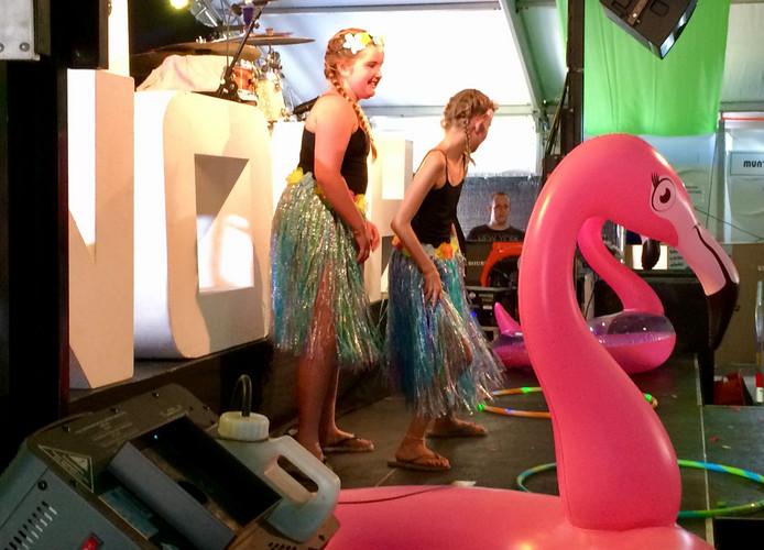 PAD-weekend, Ammerooie Got Talent, Nina en Fine als hoelameisjes