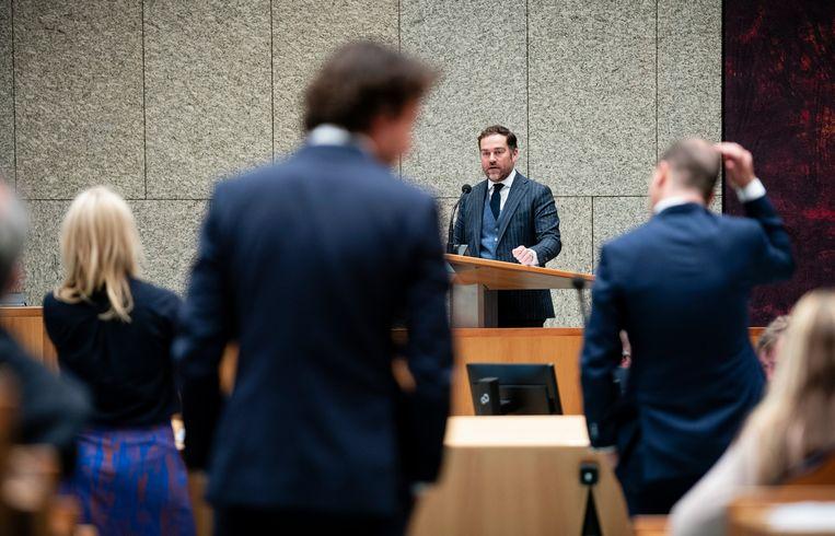 Klaas Dijkhoff (VVD) in debat met Lodewijk Asscher (PvdA), Lilian Marijnissen (SP) en Jesse Klaver (GroenLinks) tijdens de Algemene Politieke Beschouwingen in de Tweede Kamer.  Beeld Foto Freek van den Bergh / de Volkskrant