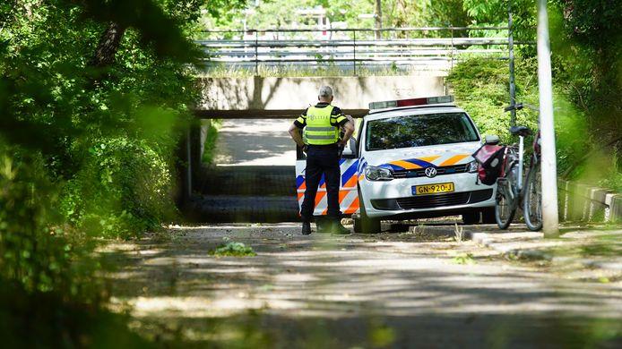 De politie bij de plek waar de overval heeft plaatsgevonden.