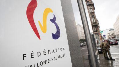 Schuld Franse gemeenschap explodeert