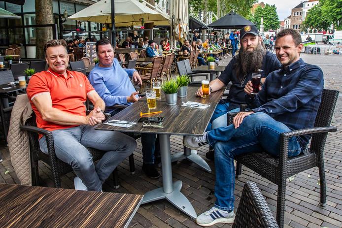 """Richard Ackerstaff, Henk Veenstra, Jan-Willem Klink en Robert Bugter (vlnr) zijn niet allemaal even positief over Go Ahead Eagles: ,,Voorin hebben we toch helemaal niets staan?"""""""