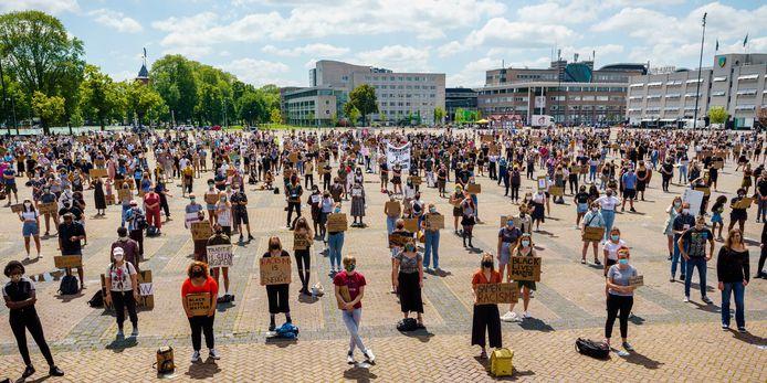 Demonstranten voeren actie op het Chasseveld. De aanleiding voor het protest is de blacklivesmatter beweging en de dood van George Floyd.