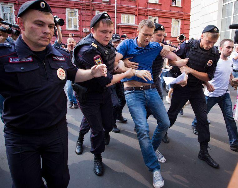 Archiefbeeld van een arrestatie van de Russische oppositieleider Aleksej Navalny in 2013 in Moskou. Beeld AP