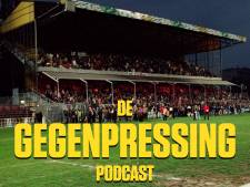 De Gegenpressing Podcast | Co-host Lex Immers, trainingspak met Defqon-petje en naakt in de lift op trainingskamp