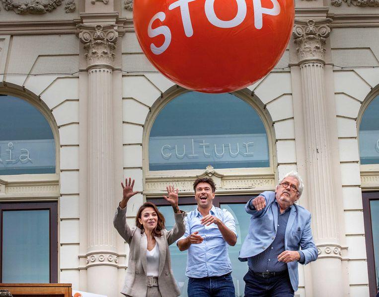 Ambassadeurs Georgina Verbaan, Rick Brandsteder en Ernst Daniël Smid trappen 'Stoptober' af. Beeld ANP