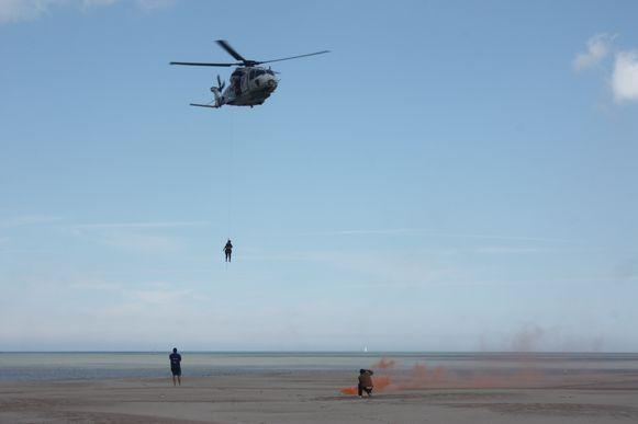 Zomerseizoen redders is geopend in Oostende met een bezoek van NH90