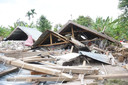Eén van de verwoeste huizen op Lombok.