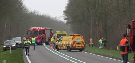 Weg (N332) tussen Holten en Laren afgesloten wegens ernstig ongeluk