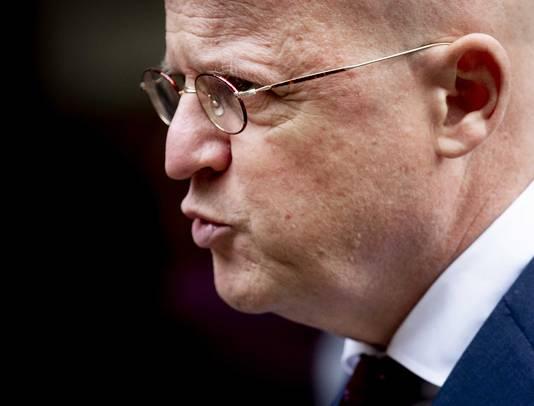 Minister Ferd Grapperhaus verhoogde de straffen voor bedreiging van burgemeesters.