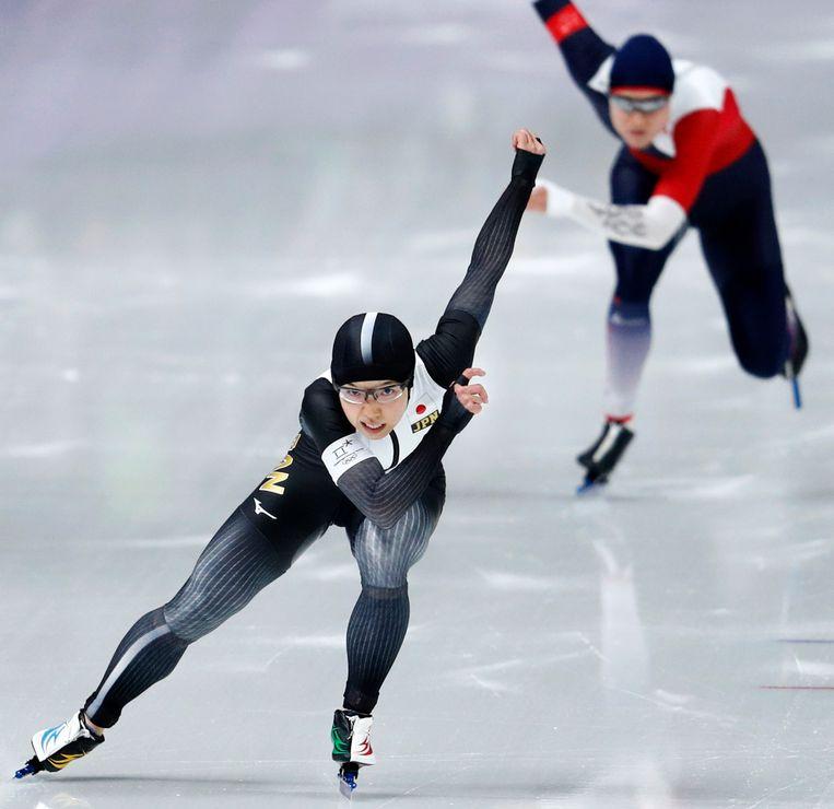 Kodaira reed in haar race tegen de Tsjechische Karolina Erbanova, die de bronzen medaille binnensleepte.  Beeld AP