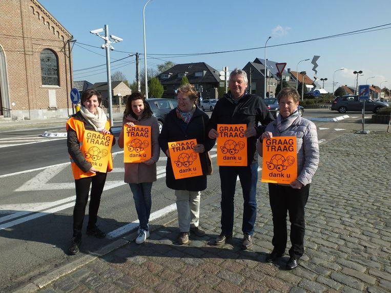 Dit weekend gingen de vrijwilligers affiches ronddelen in Sint-Martens-Leerne.