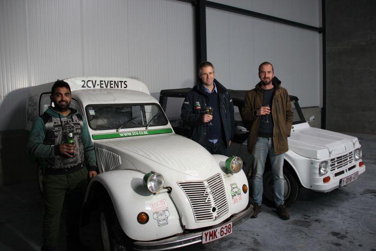 Ayzun, Luk en Adriaan van 2CV-CO zijn blij met hun extra loods in Kluisbergen.