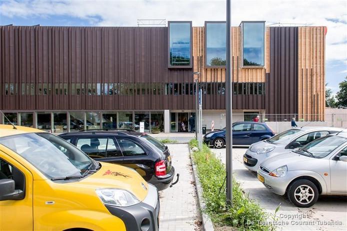 De polikliniek van het MST in Oldenzaal heeft deze week zijn nieuwe hoofdingang en parkeerplaats in gebruik genomen.