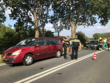 Tak valt uit boom: drie auto's knallen op elkaar in Rossum