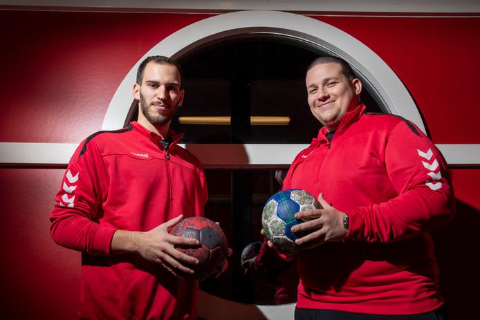 Helder Batista (links) en Ivan Stanev  studeren in Wageningen en handballen in Ede.