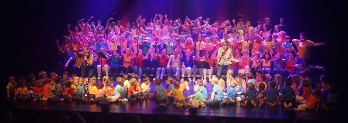 Samen zingen op schoolfeest basisscholen