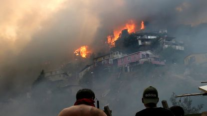 Vuurzee op kerstavond in Chileense kustplaats Valparaíso