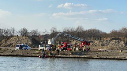 Brandweer haalt lichaam boven in Albertkanaal