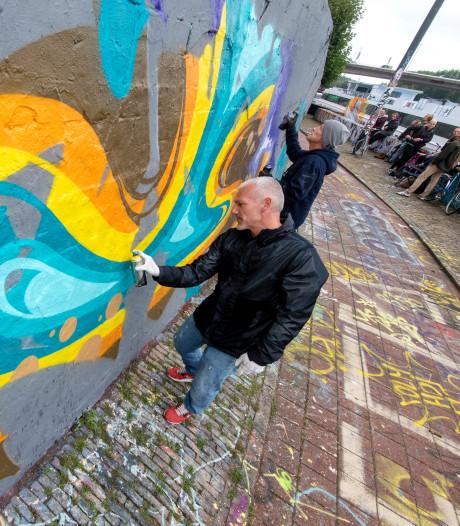 'Brave' graffiti van veertig artiesten op kademuren in Arnhem