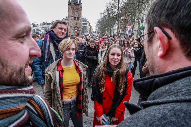 Amber en Ode werden op de Grote Markt door een delegatie van het stadsbestuur ontvangen, waarna het naar de verlaagde Leieboorden ging, voor enkele toespraken.
