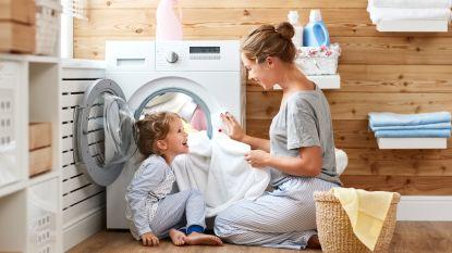 Van speelgoed opruimen tot de was doen: deze klusjes zou je kind moeten kunnen