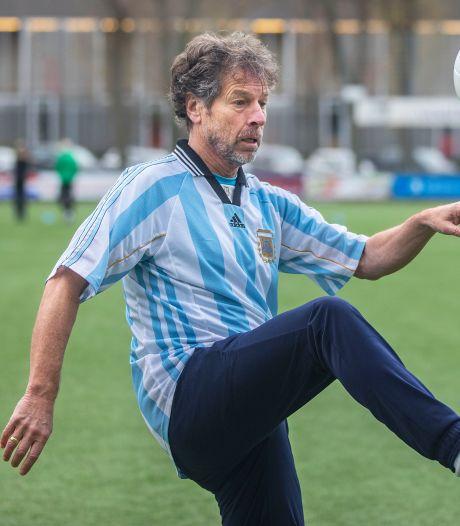 Chris Willemsen gaf ooit zijn boek aan Maradona: 'Hij hoort in het rijtje Van Gogh, Mozart en Elvis'