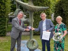 Erepenning van Maassluis voor Leo Leichtenberg bij afscheid als centrummanager