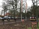 De illegale uitbreiding van de parkeerplaats van de IJzeren Man leidt tot kritiek.
