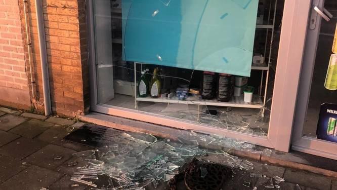 Inbrekers stelen voor duizenden euro's in voedingswinkel én vernielen de bewakingscamera's