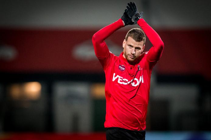 Marc Höcher bedankt het publiek namens Helmond Sport.