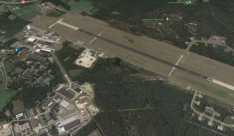 De vliegbasis in Woensdrecht. Probleem: Scharnierdeuren gaan bijna niet open en brandklasseborden hangen verkeerd. Beeld