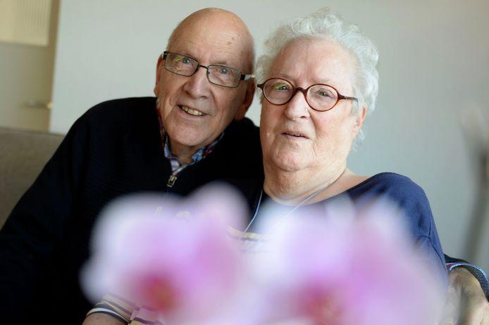 Jan Essens woont in Borne, zijn grote liefde Bep die vasculaire dementie heeft, in Het Woolde in Hengelo.