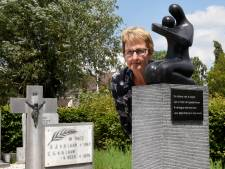 'Kerkhof  is compleet' met monument voor stilgeboren kinderen op  begraafplaats Kamerik