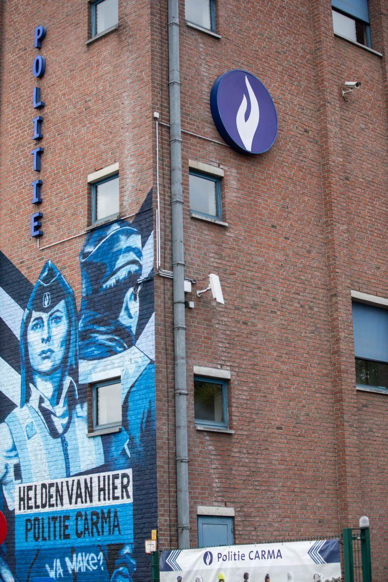 Ook de buitengevel van het commissariaat werd al eens onder handen genomen door kunstenaars.