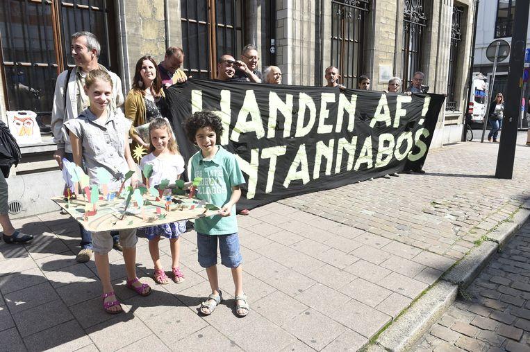 De organisatie protesteert tegen het verdwijnen van het Sint-Annabos.