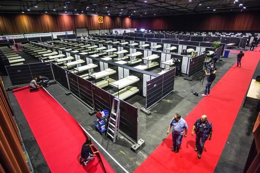 De IJsselhallen in Zwolle worden klaargemaakt voor vluchtelingen uit Irak en Syrië.