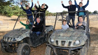 Jongeren rijden mee met buggy op motorinstapdag