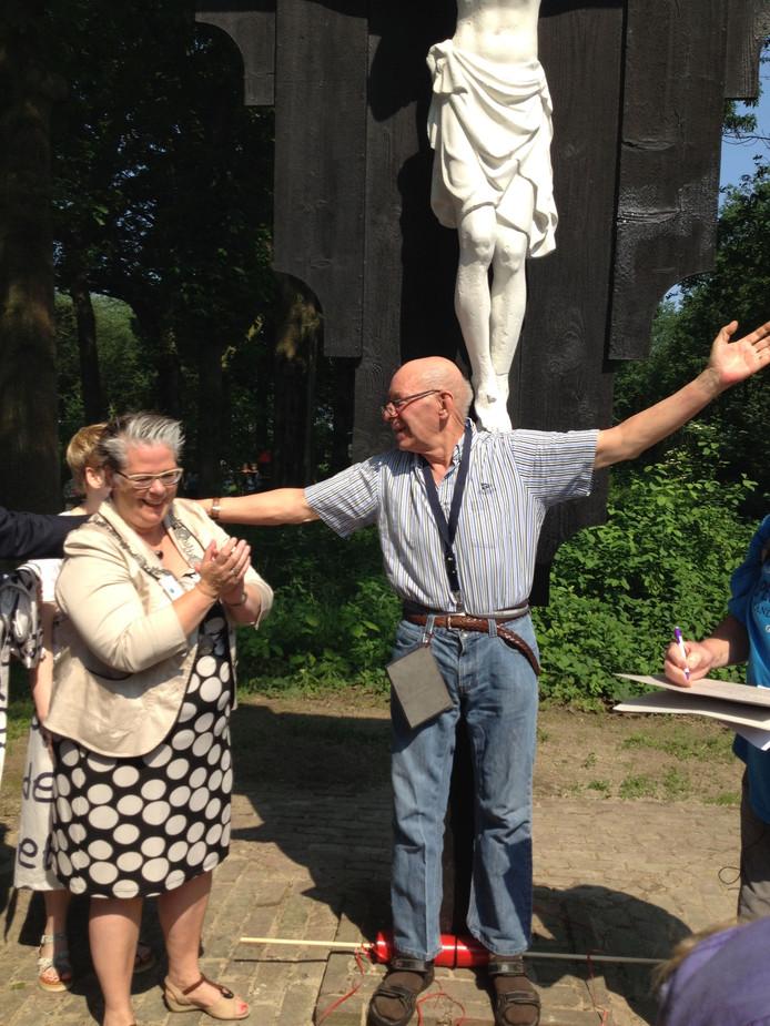 Het kruisbeeld werd zondagochtend onthuld