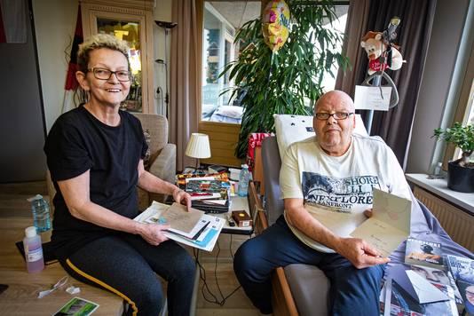 Jopie Verstegen krijgt elke dag stapels post. Dat geeft de terminaal zieke Nijmegenaar veel steun.