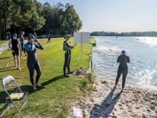 Huldeblijken bij afscheid overvallen triatleet Guido Gosselink tijdens Rutbeektriatlon