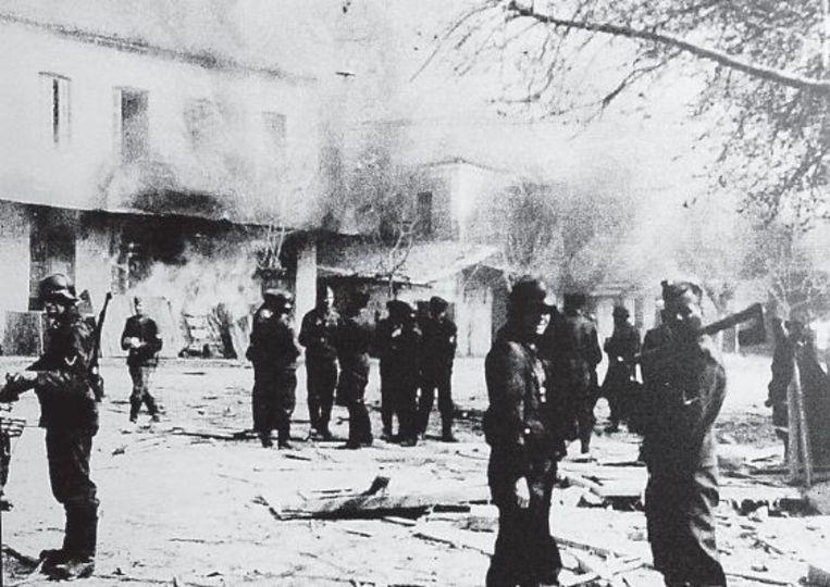 Duitse soldaten in Distomo op de dag van de moorden, 10 juni 1944. Beeld EPA