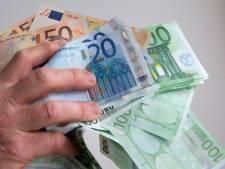 Bewoners Langeweg gissen naar identiteit van buurtgenoot met vier ton cash in huis
