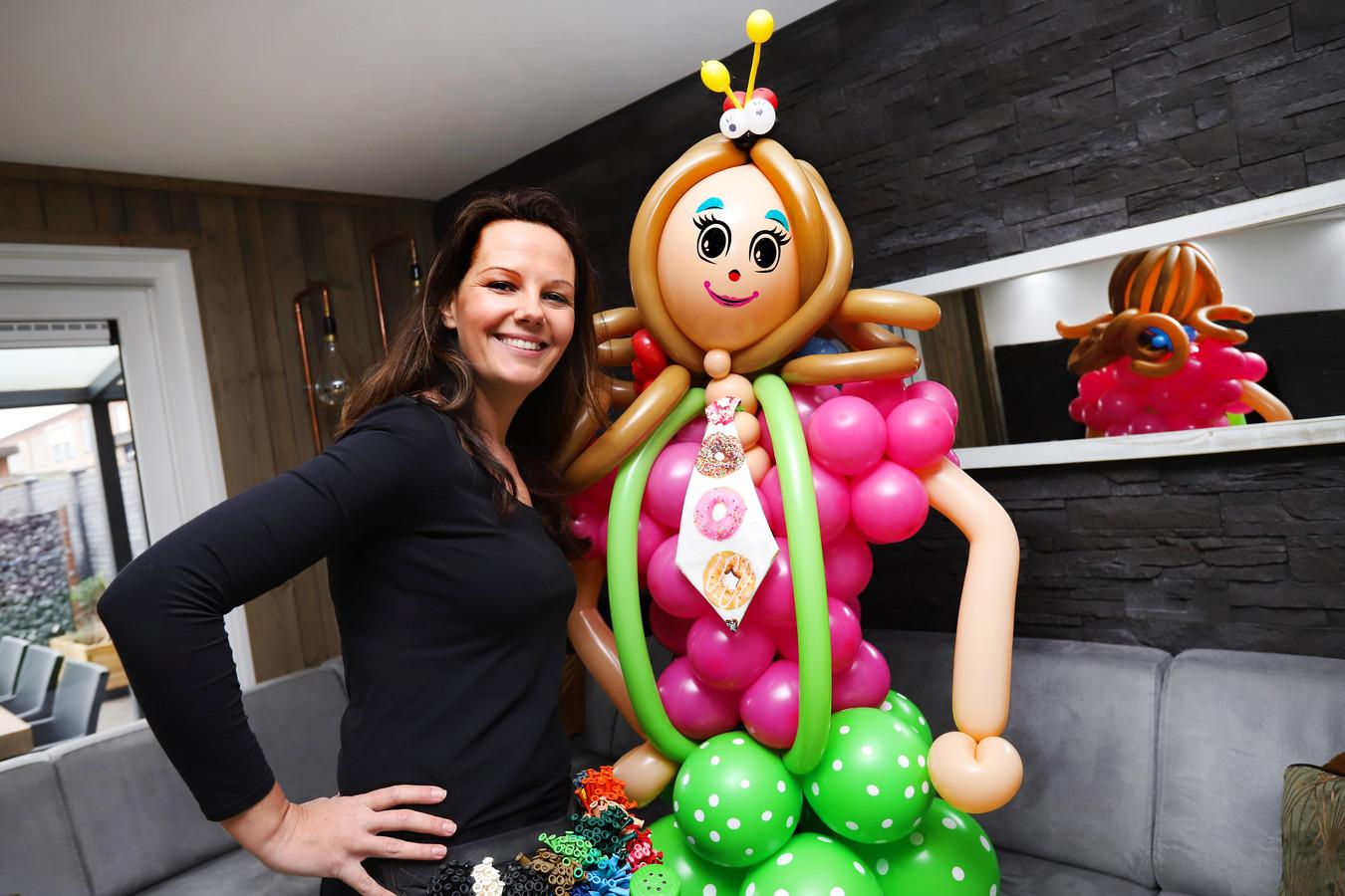 Clown Kim uit Spijkenisse heeft naar eigen zeggen het mooiste werk van de wereld.