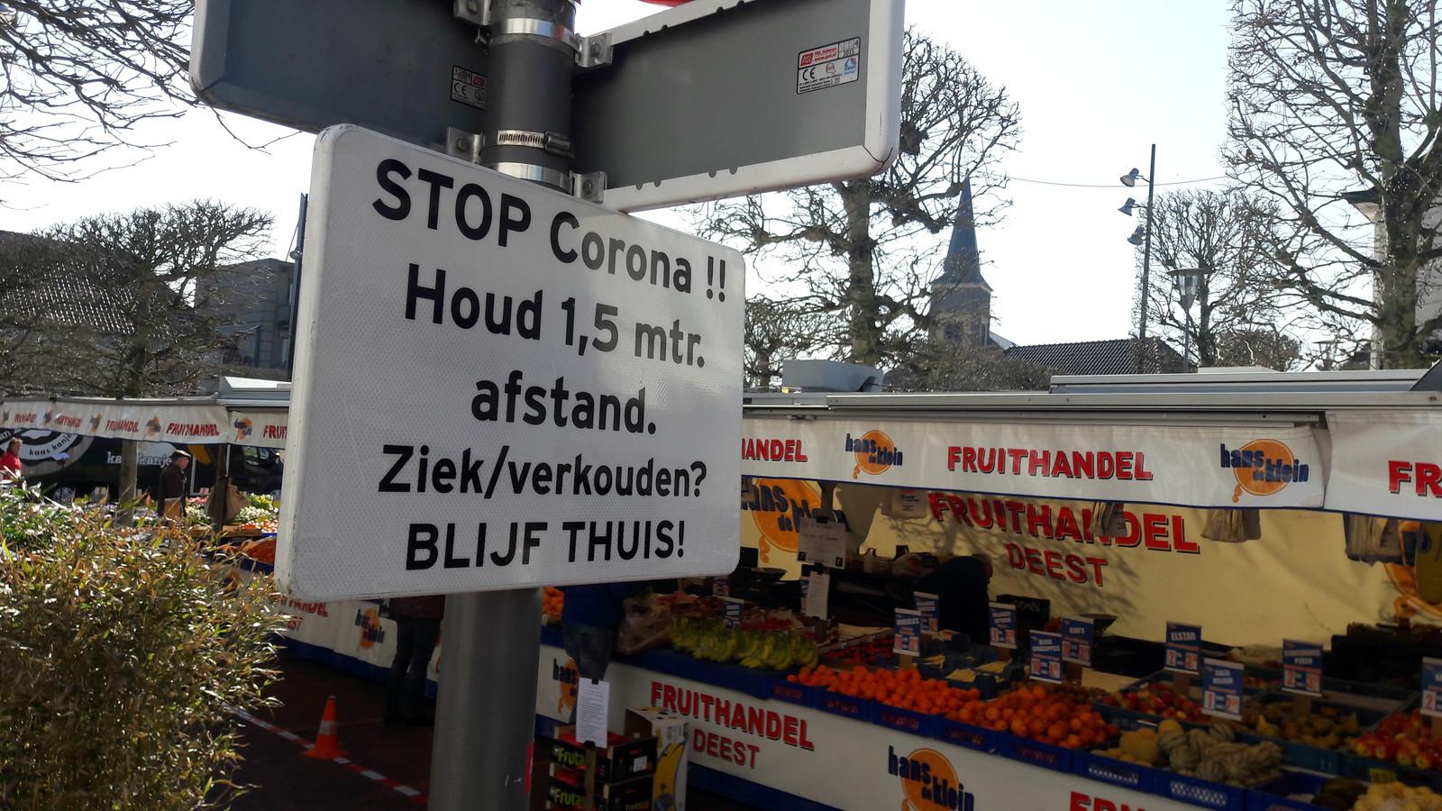 Een waarschuwingsbord bij de Wijchense weekmarkt.