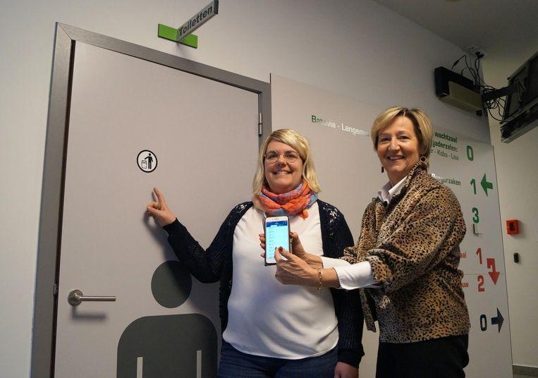 Roeselare tekent in op de Hoge Nood app. We zien schepen Griet Coppé en medewerkster Wendy Croebels