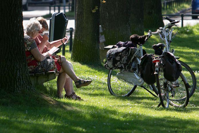 Wie wil wandelen of fietsen door Helmond, kan nu tijdelijk gratis routes daarvoor krijgen (archieffoto).