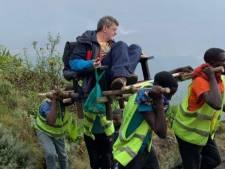 RDC: la photo d'un touriste sur une chaise à porteurs fait scandale